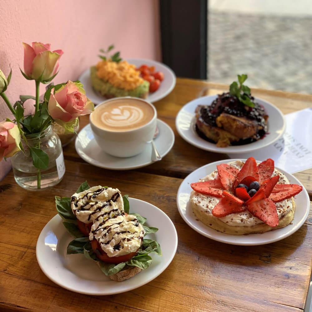 """Das essen im Café """"A never ending love story"""""""