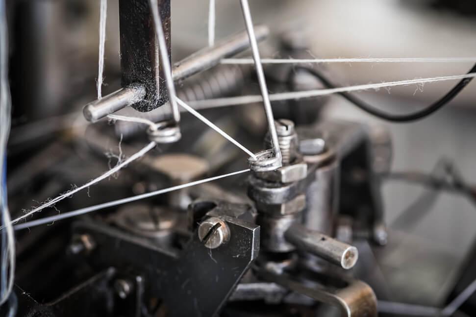 © Bolter Socken - Garn in einer Webmaschine